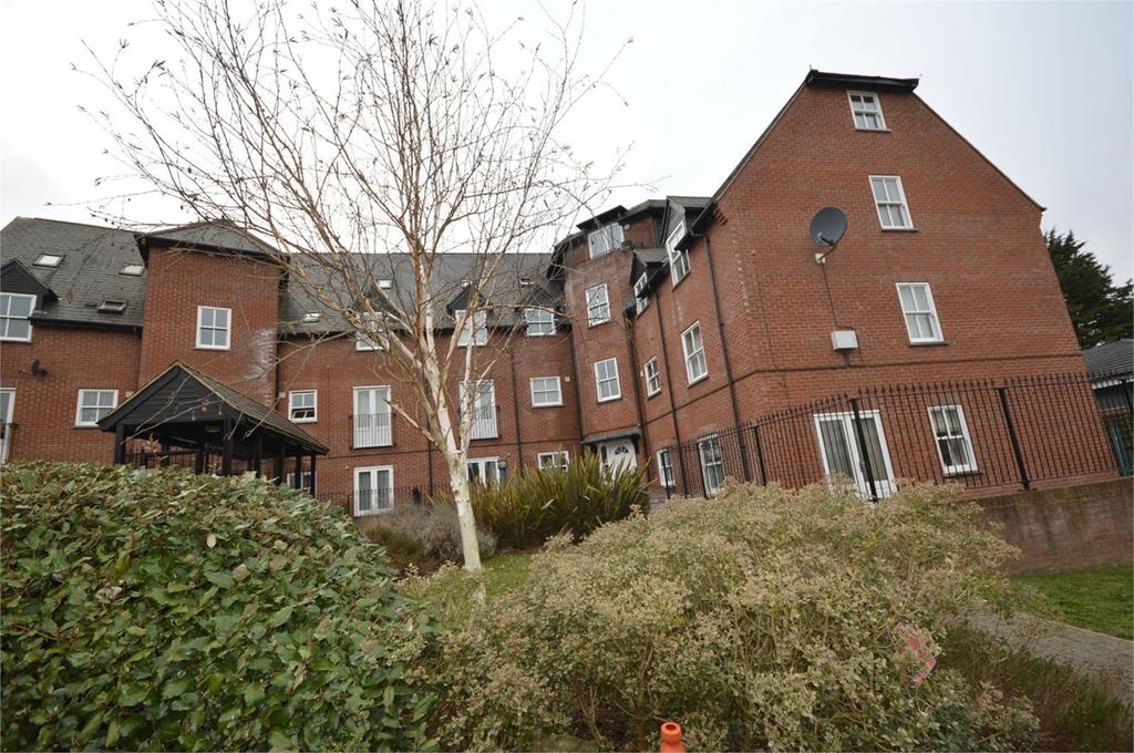 2 Bedrooms Apartment Flat for sale in Haslers Place, DUNMOW, CM6