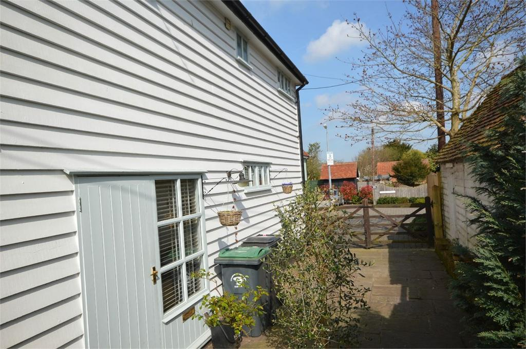 2 Bedrooms End Of Terrace House for sale in Harmans Yard, DUNMOW, CM6