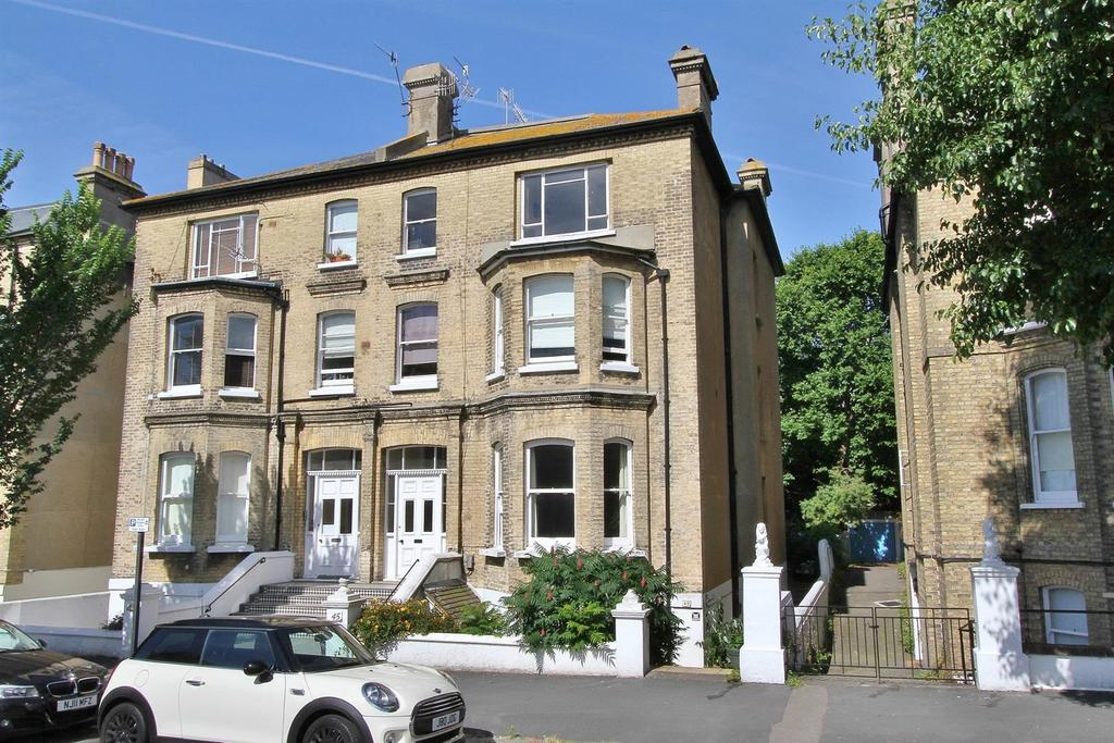1 Bedroom Flat for sale in Wilbury Road