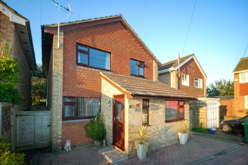 4 Bedrooms Detached House for sale in Scarletts Close, Uckfield