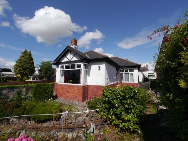 2 Bedrooms Detached Bungalow for sale in Station Road, Wellington TA21