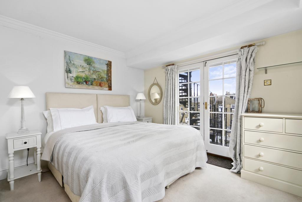 2 Bedrooms Flat for sale in Queen's Gate Place, SW7