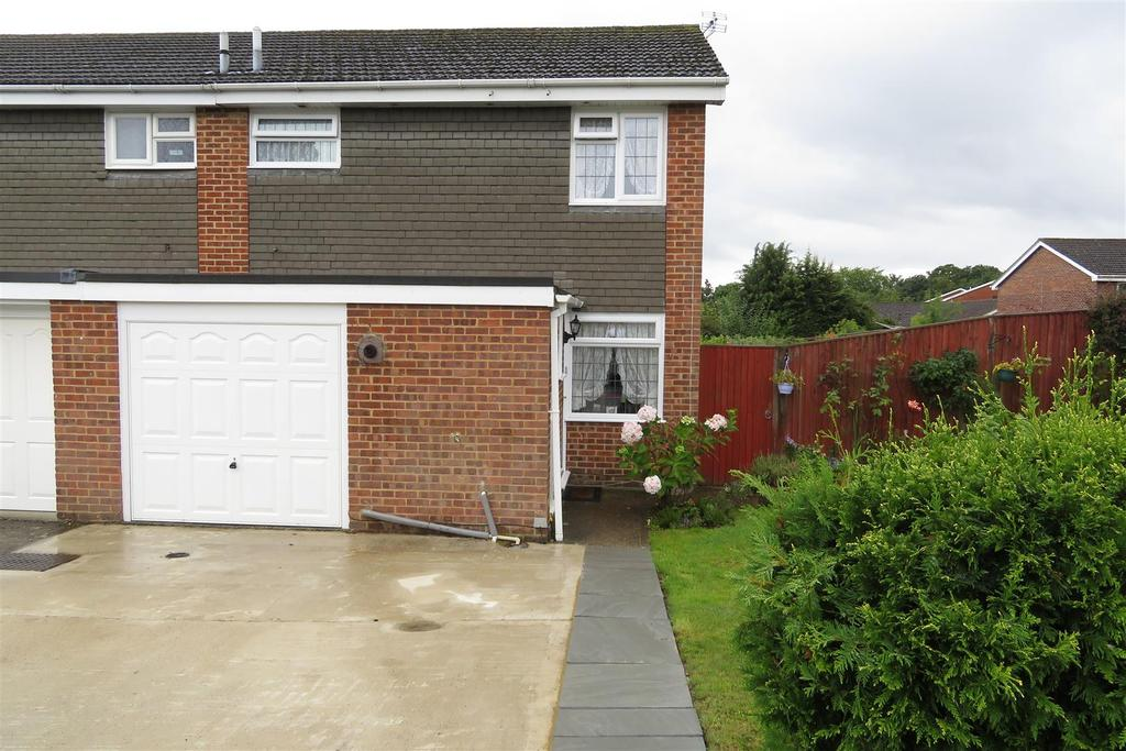 3 Bedrooms Semi Detached House for sale in Sharnwood Drive, Fords Farm, Reading