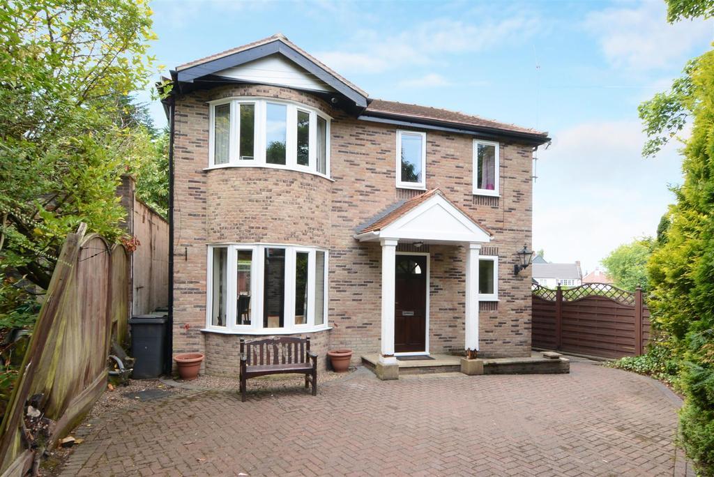 3 Bedrooms Detached House for sale in Bradford Road, Guiseley, Leeds