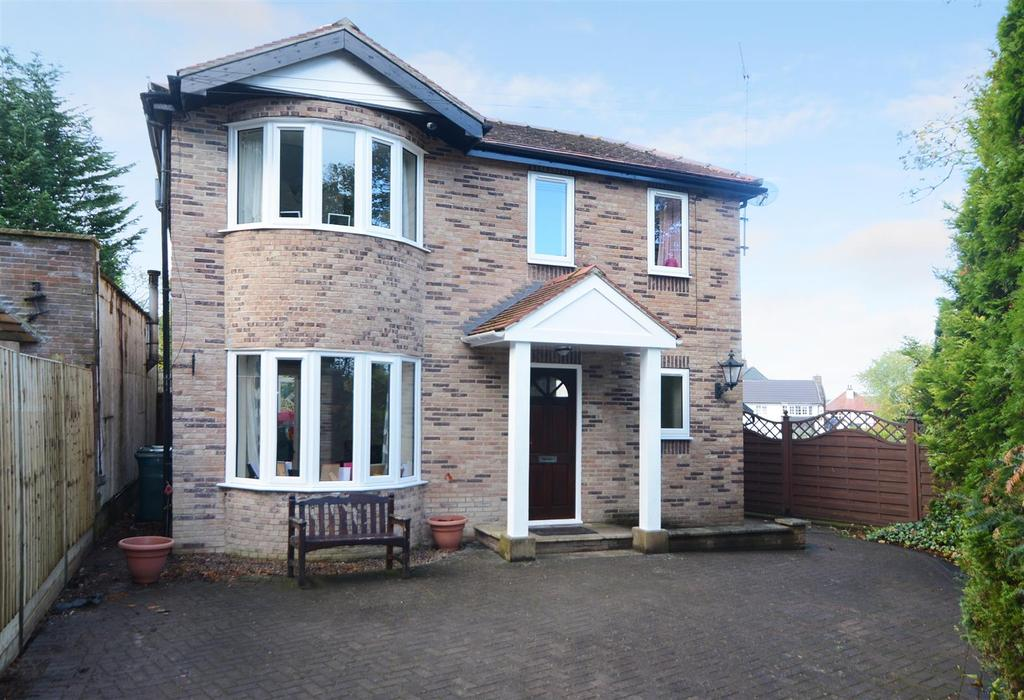 3 Bedrooms Detached House for sale in Bradford Road, Guiseley, Leeds