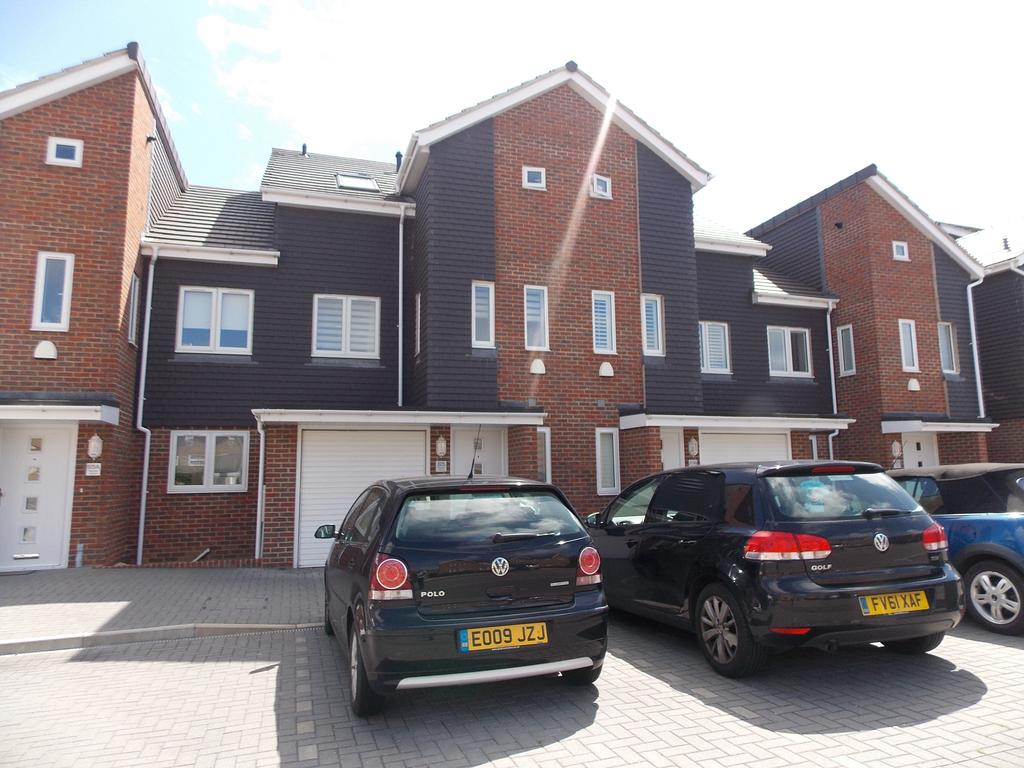 4 Bedrooms Town House for sale in Seaview Avenue, Peacehaven, East Sussex