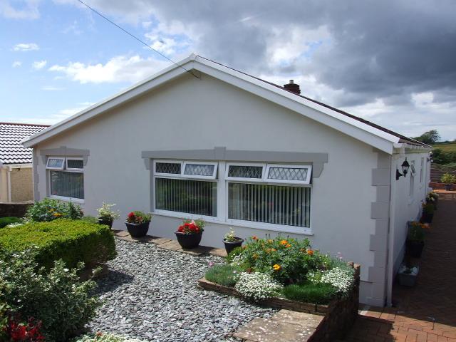 4 Bedrooms Bungalow for sale in 15 Brynhafod, Bryn, Port Talbot
