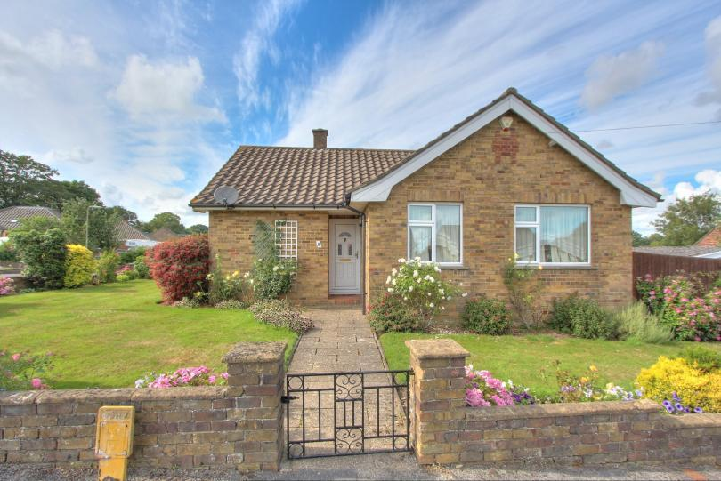 3 Bedrooms Detached Bungalow for sale in Constantine Avenue, Peverells Wood, Chandlers Ford