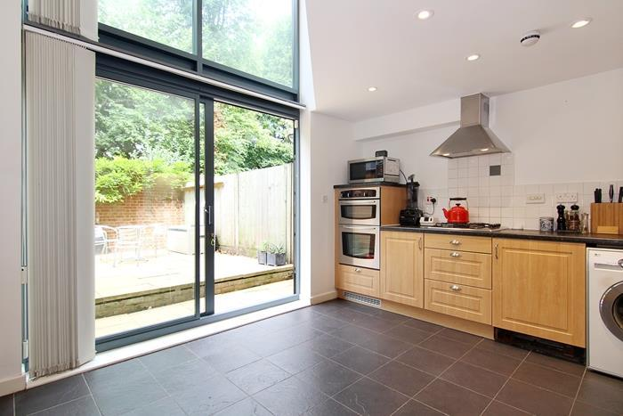 3 Bedrooms Town House for sale in Roehampton Vale, London