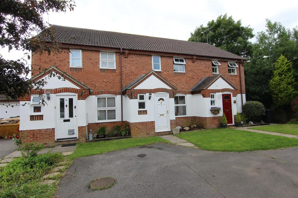 3 Bedrooms Terraced House for sale in Shotters
