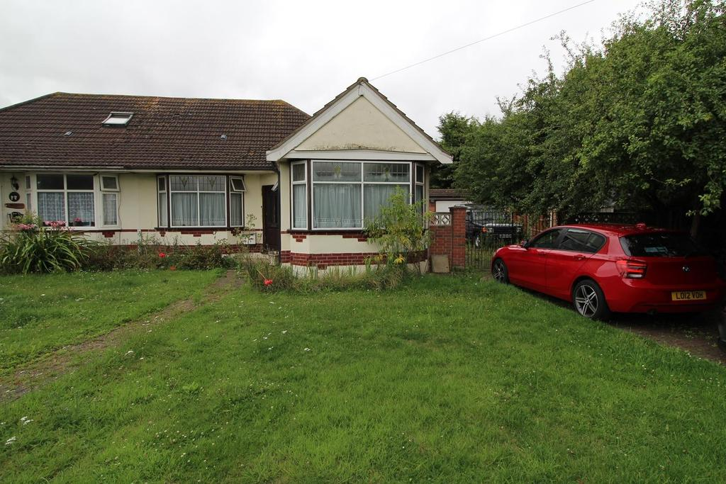 4 Bedrooms Semi Detached Bungalow for sale in Clay Tye Road, Upminster, Essex, RM14