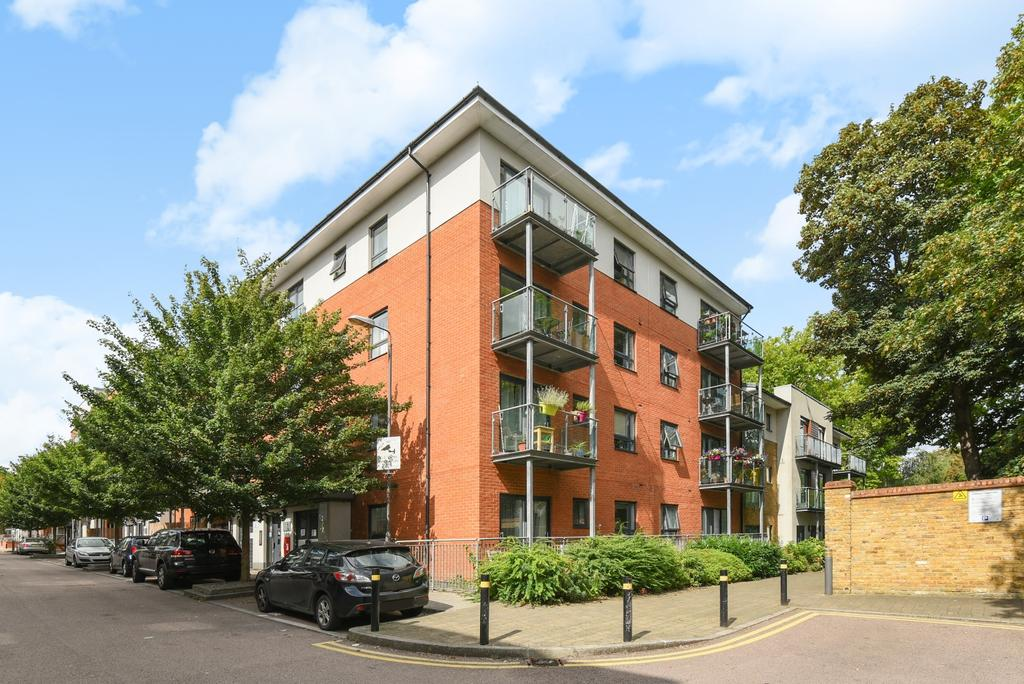 2 Bedrooms Flat for sale in Desvignes Drive Lewisham SE13