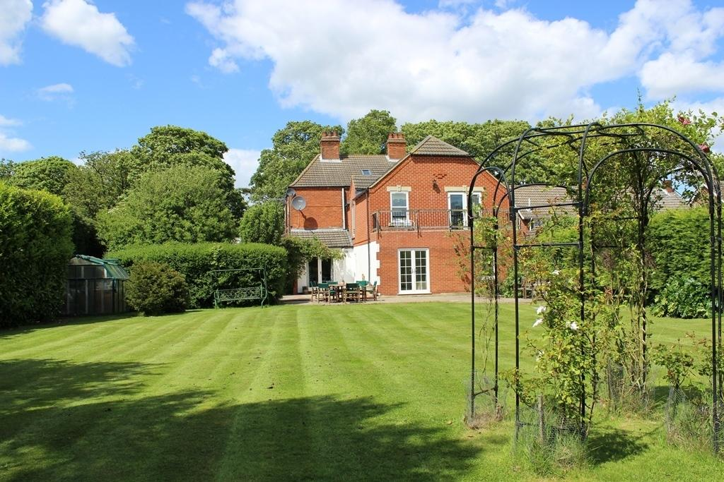 5 Bedrooms Detached House for sale in Langdyke, Station Road, North Thoresby