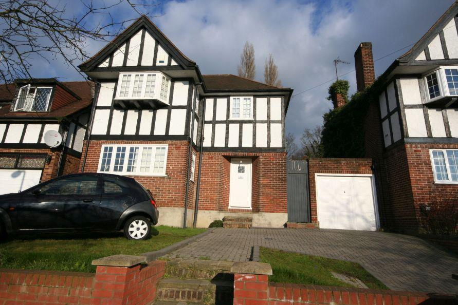 3 Bedrooms Detached House for sale in Barn Way, Barn Hill Area HA9 9NW