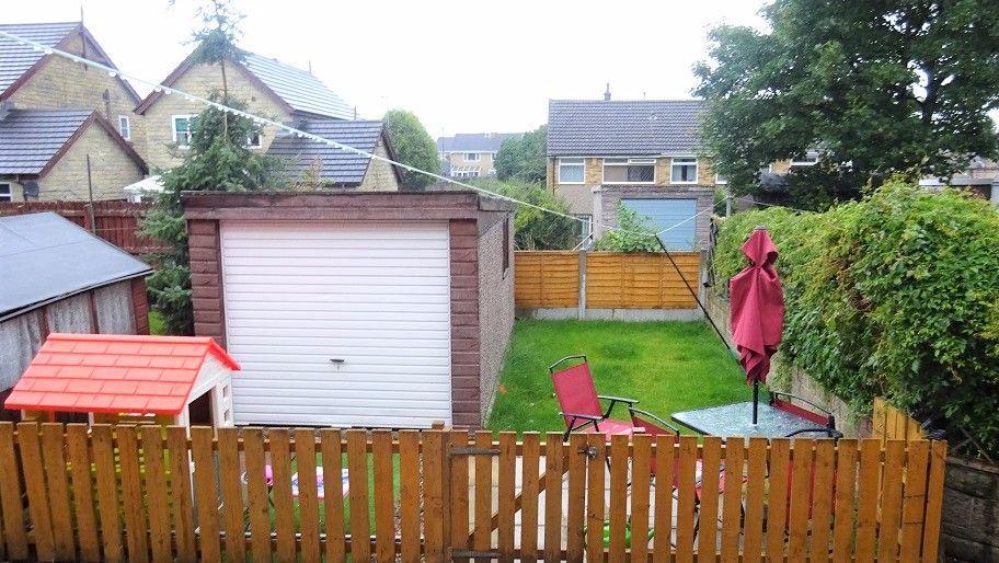 3 Bedrooms Terraced House for sale in Cardigan Avenue, Morley, Leeds
