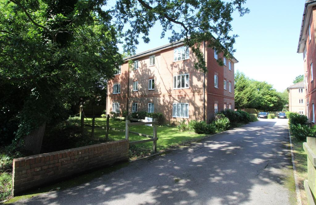 2 Bedrooms Ground Flat for sale in Caraway, Whiteley, Fareham
