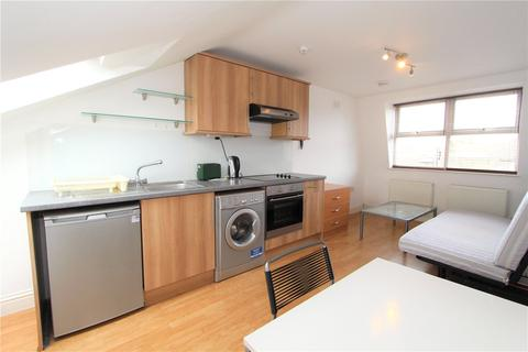 Studio to rent - Willcott Road, Acton, London, W3