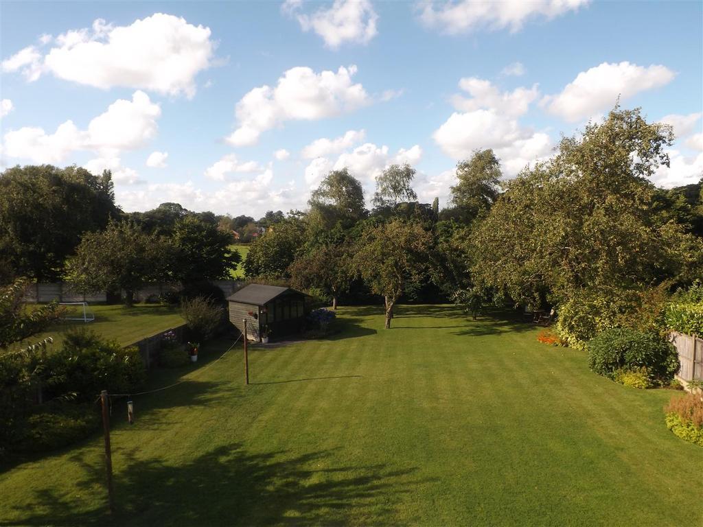 3 Bedrooms Detached House for sale in Millfields, Eccleston