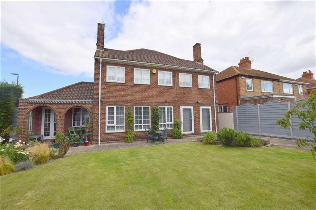 3 Bedrooms Detached House for sale in Queen Mary Avenue, Cleethorpes, North East Lincolnshire