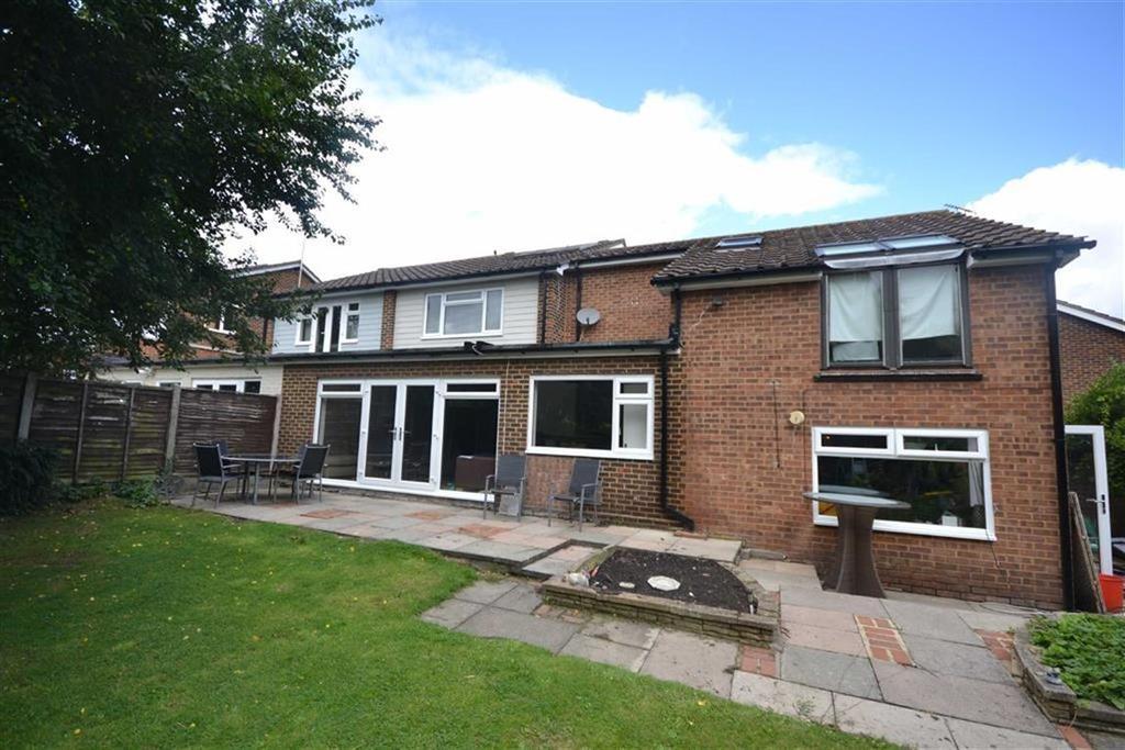 4 Bedrooms Semi Detached House for sale in Warren Field, Epping, Essex, CM16