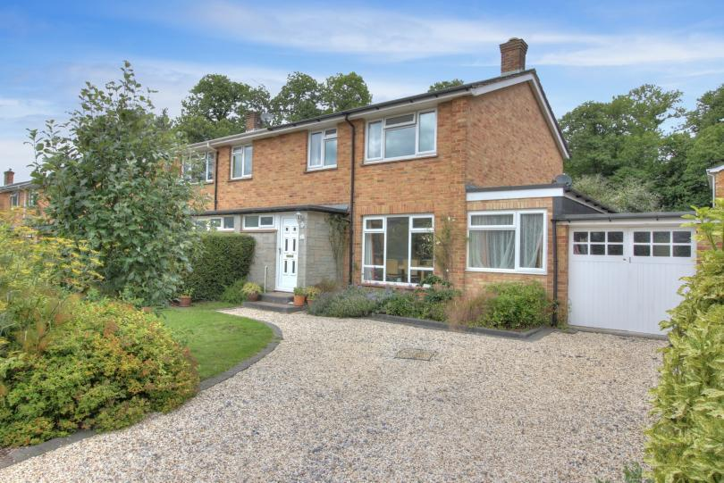 3 Bedrooms Semi Detached House for sale in Maytree Road, Hiltingbury, Chandlers Ford