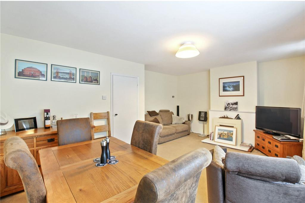 3 Bedrooms Flat for sale in Lawn Terrace, Blackheath, London, SE3