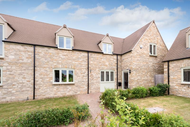 3 Bedrooms Semi Detached House for sale in Abbey Farm Barns, Station Road, Eynsham, Witney