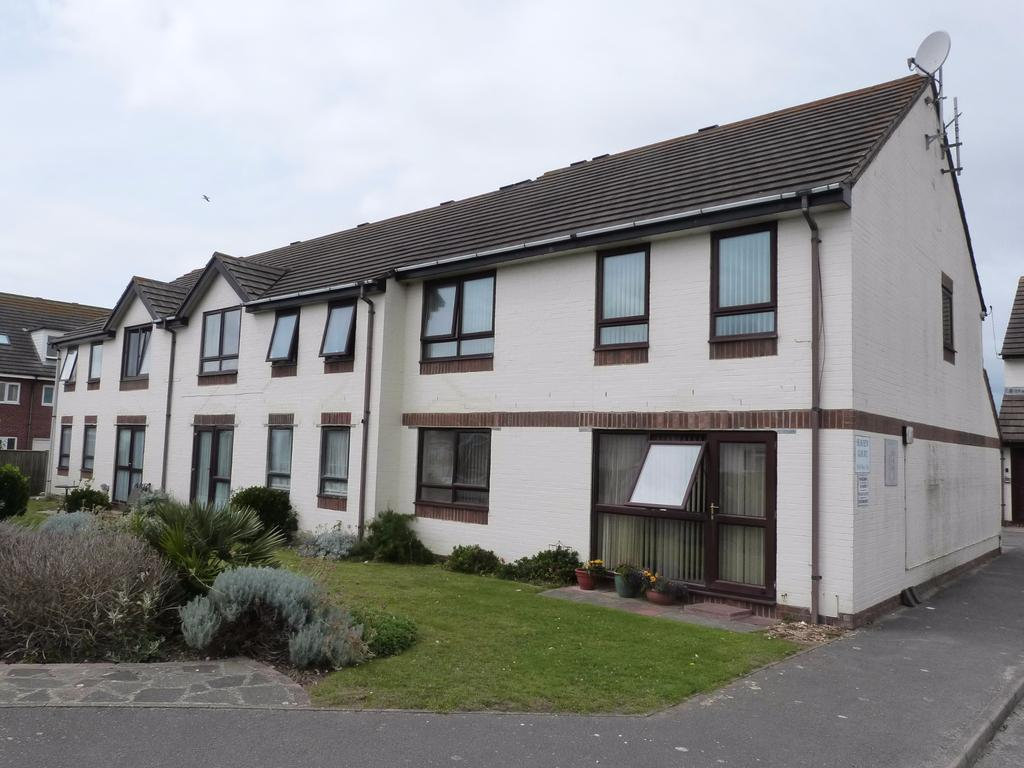 2 Bedrooms Flat for sale in Hillfield Road, Selsey
