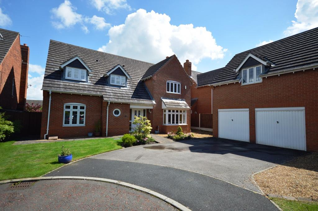 4 Bedrooms Detached House for sale in Bucklow Gardens, Lymm