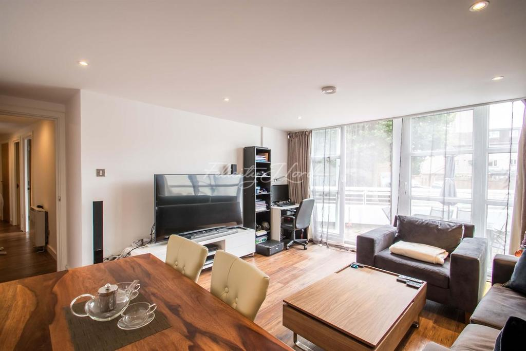 1 Bedroom Flat for sale in Pierhead Lock, Canary Wharf, E14