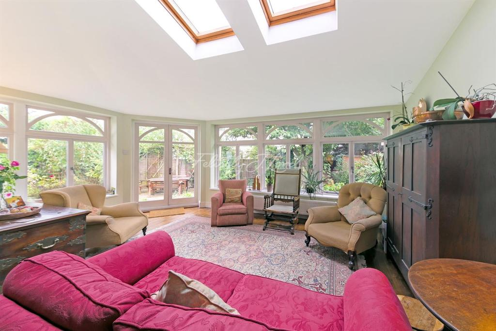 3 Bedrooms Semi Detached House for sale in Staveley Gardens, W4