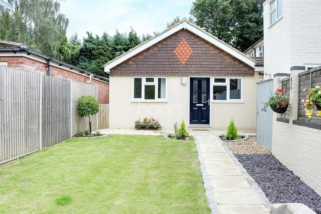 2 Bedrooms Bungalow for sale in Church Fields, Headley Voillage