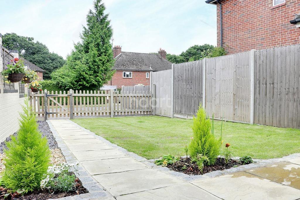 2 Bedrooms Bungalow for sale in Church Fields, Headley Village