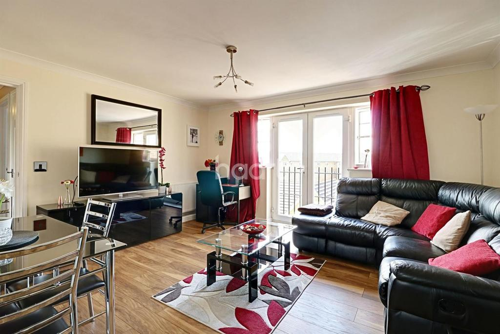 2 Bedrooms Flat for sale in Caspian Way, Purfleet