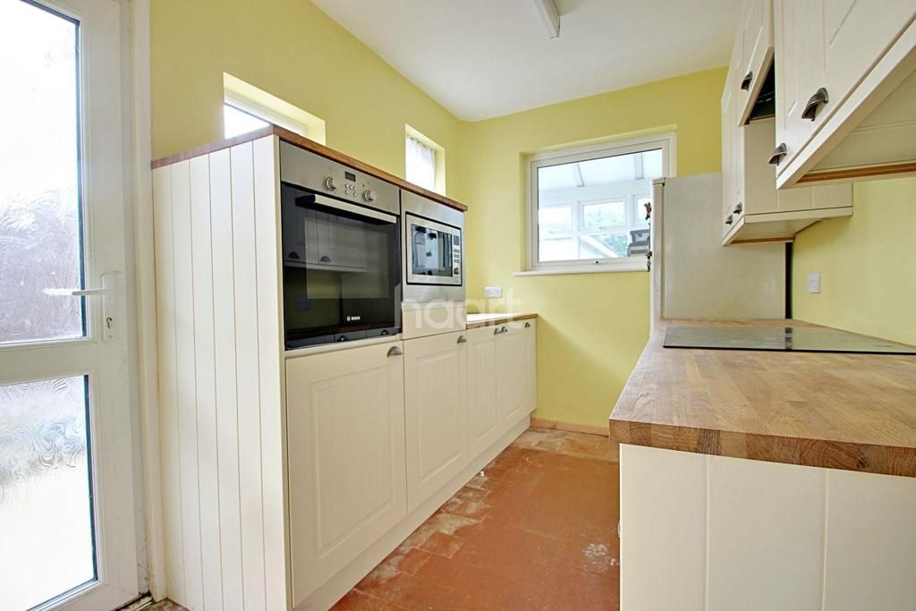 3 Bedrooms Semi Detached House for sale in Poynings Avenue, Southend on Sea