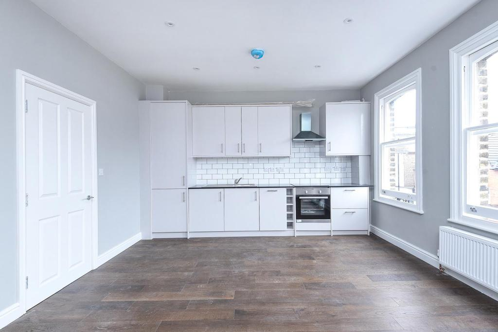 2 Bedrooms Flat for sale in High Road, North Finchley