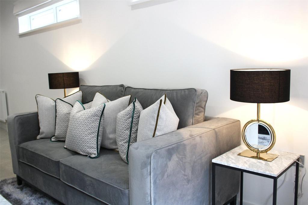 2 Bedrooms Penthouse Flat for sale in Cornwall Road, Waterloo, London, SE1
