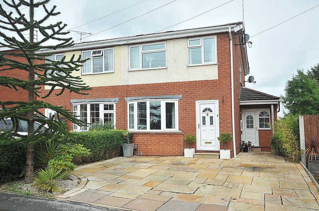 3 Bedrooms Semi Detached House for sale in Tintagel Close, Macclesfield