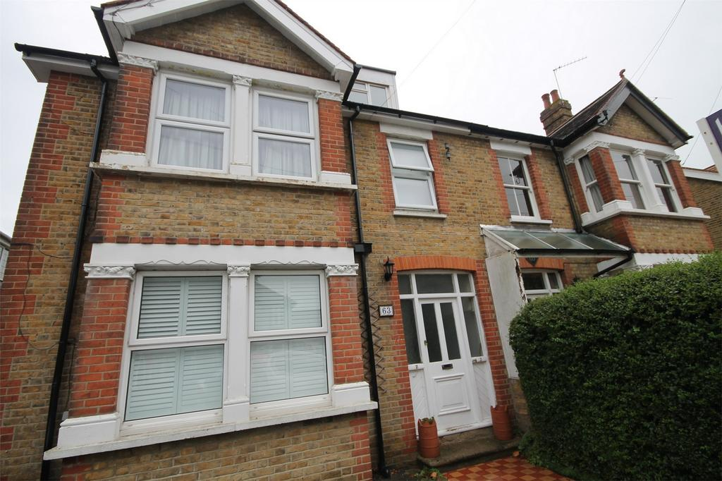 2 Bedrooms Flat for sale in Parkland Grove, Ashford, Surrey