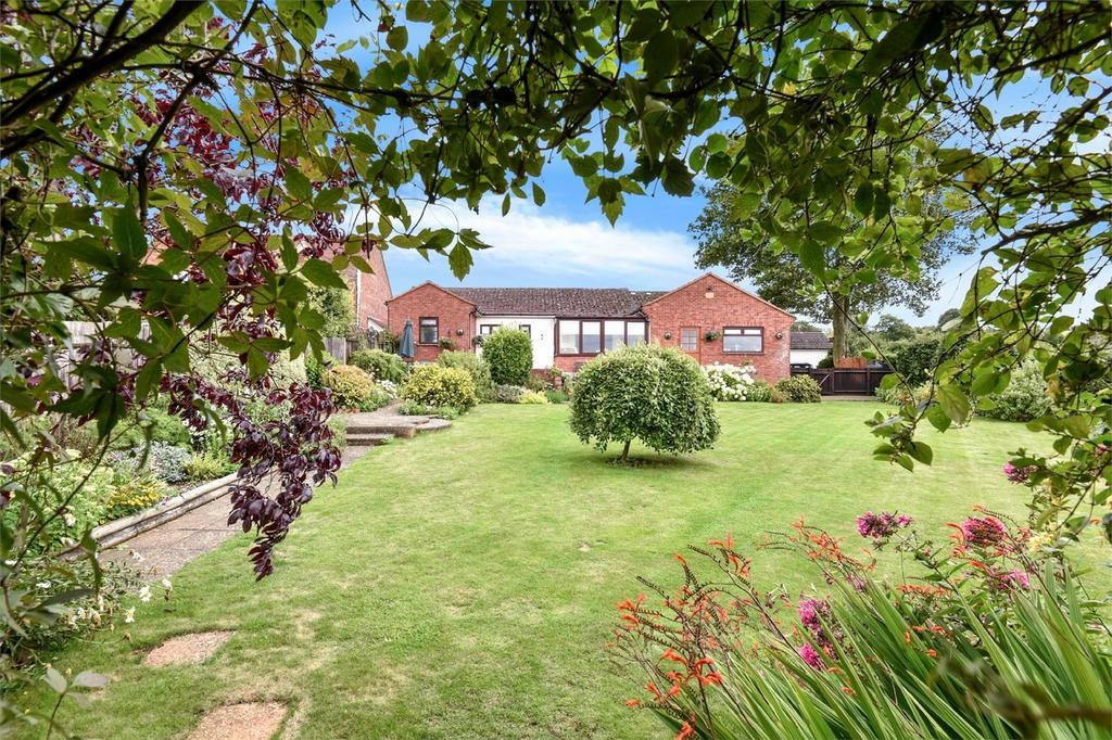 3 Bedrooms Detached Bungalow for sale in Morn Hill, Hampshire