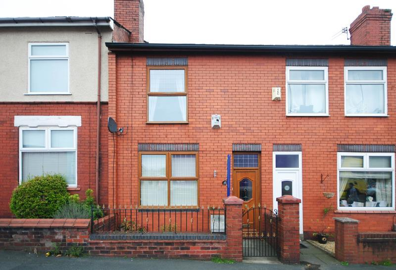 2 Bedrooms Terraced House for rent in Warrington Road, Goose Green, Wigan, WN3 6QQ