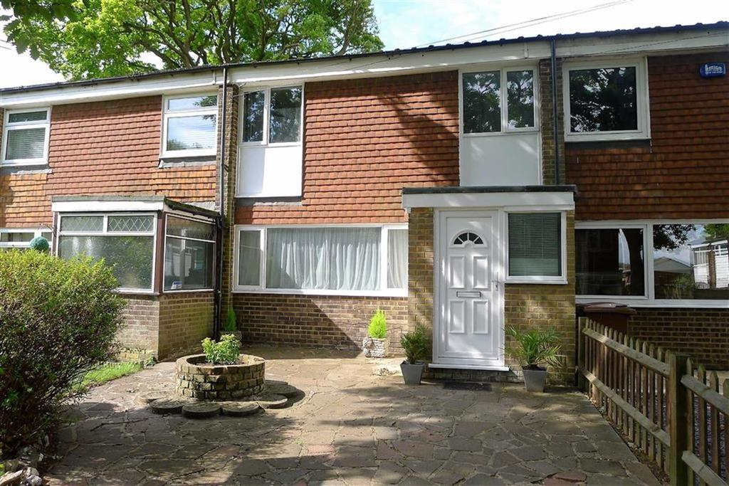 3 Bedrooms Terraced House for sale in Plomley Close, Rainham, Kent, ME8