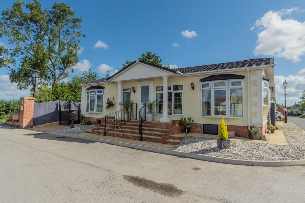 2 Bedrooms Detached Bungalow for sale in Pheasant Way, Acaster Malbis, York