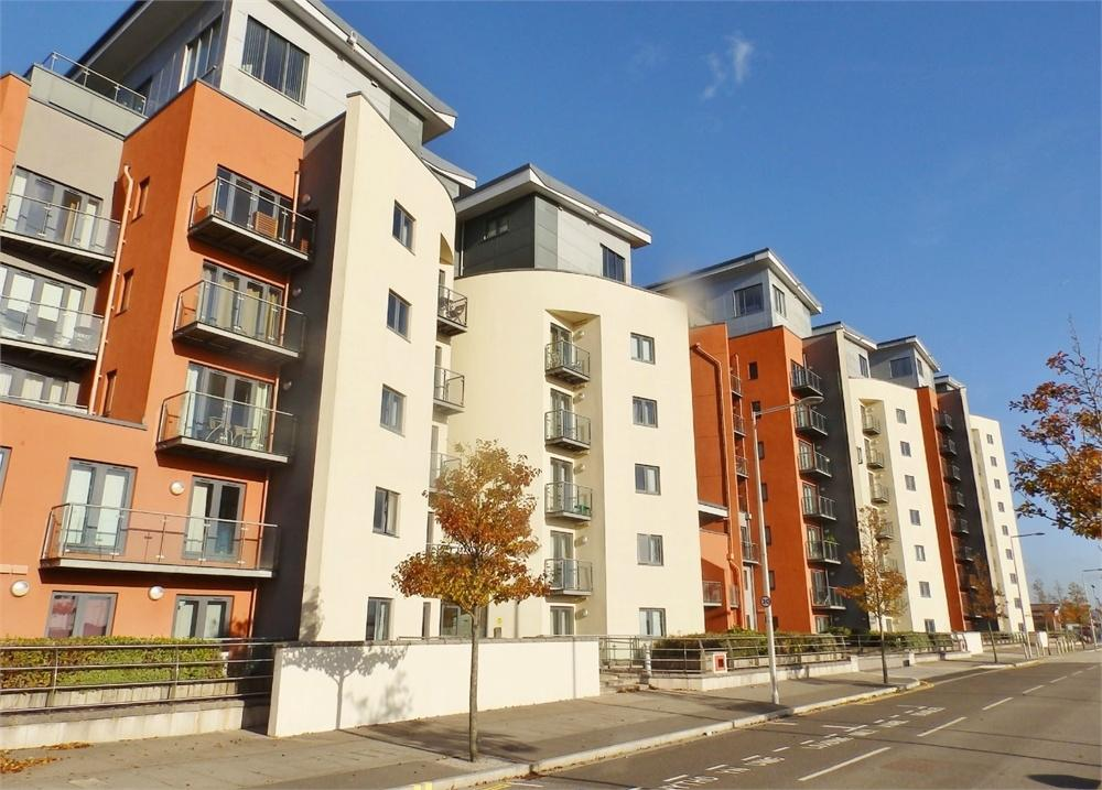 2 Bedrooms Flat for sale in South Quay, Kings Road, SWANSEA