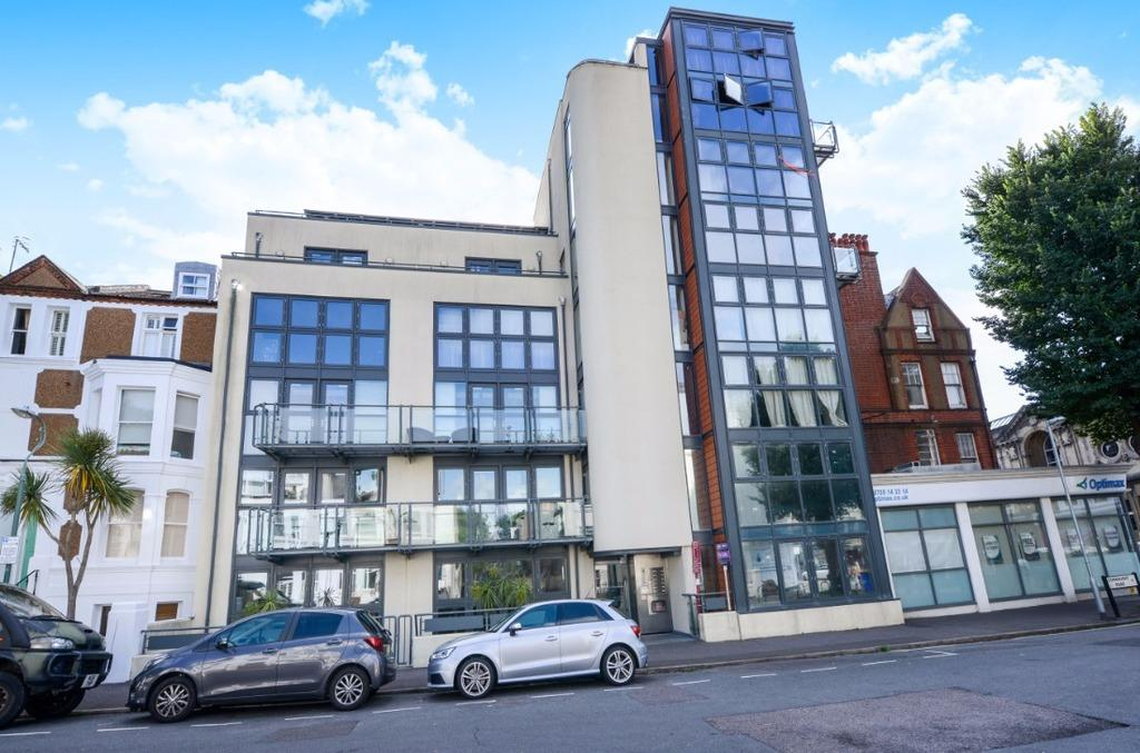 2 Bedrooms Flat for sale in Connaught Road Hove East Sussex BN3