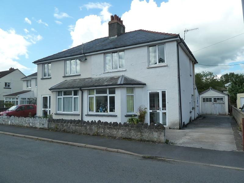 3 Bedrooms Semi Detached House for sale in Penyfan Road, Llanfaes, Brecon, Powys.