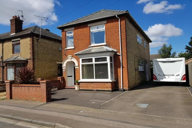 3 Bedrooms Detached House for sale in County Road, March, PE15