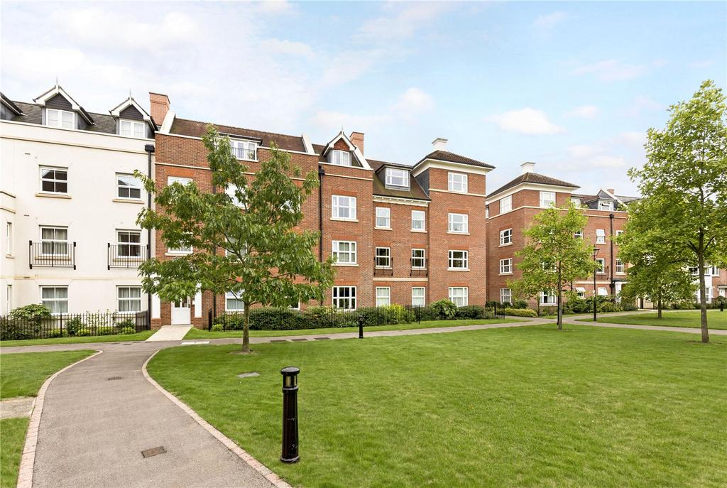 3 Bedrooms Flat for sale in St. Agnes Place, Chichester, West Sussex