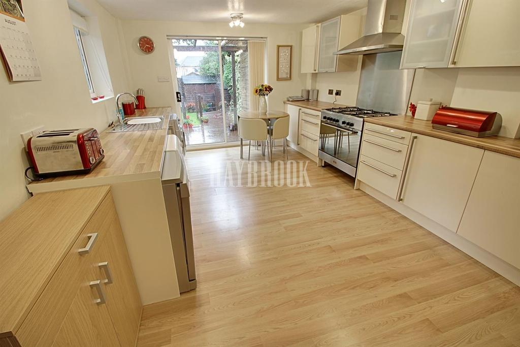 3 Bedrooms Semi Detached House for sale in Alnwick Road, Intake, S12