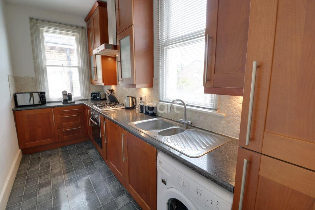 2 Bedrooms Flat for sale in Chase Green Avenue, Enfield, EN2